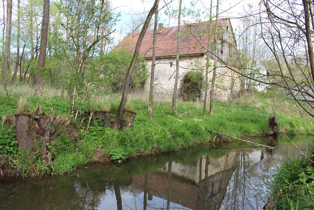 Aussenansicht der Sägmühle am Ufer