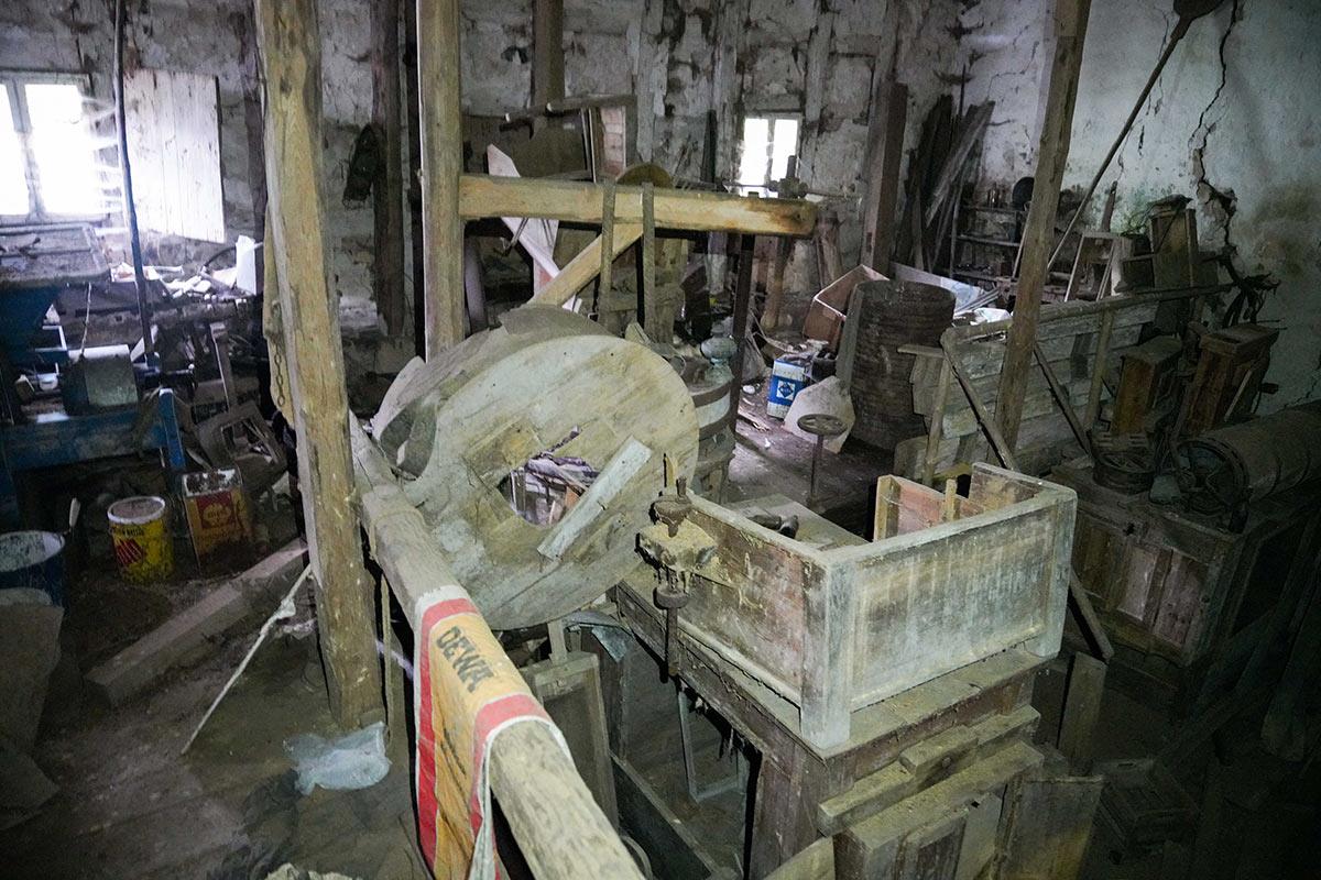 unveränderte Maschinen in der Sägmühle seit der Stilllegung 1949